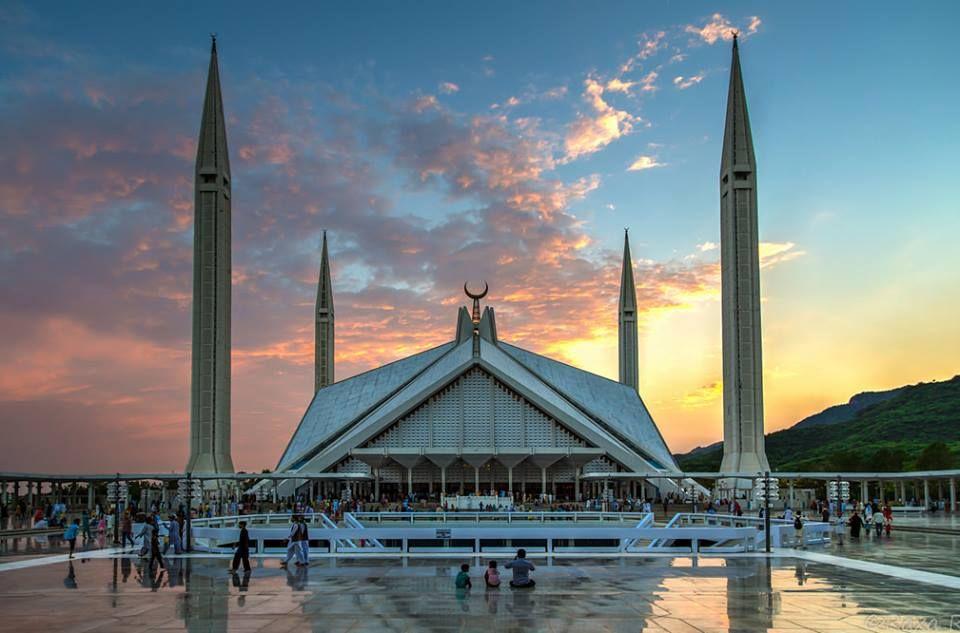 مسجد الملك فيصل في إسلام أباد بباكستان بني في 1986 وصممه المهندس المعماري التركي ودعت دالوكاي وتم تصميمه على شكل الخيمة الب Skyline San San Francisco Skyline