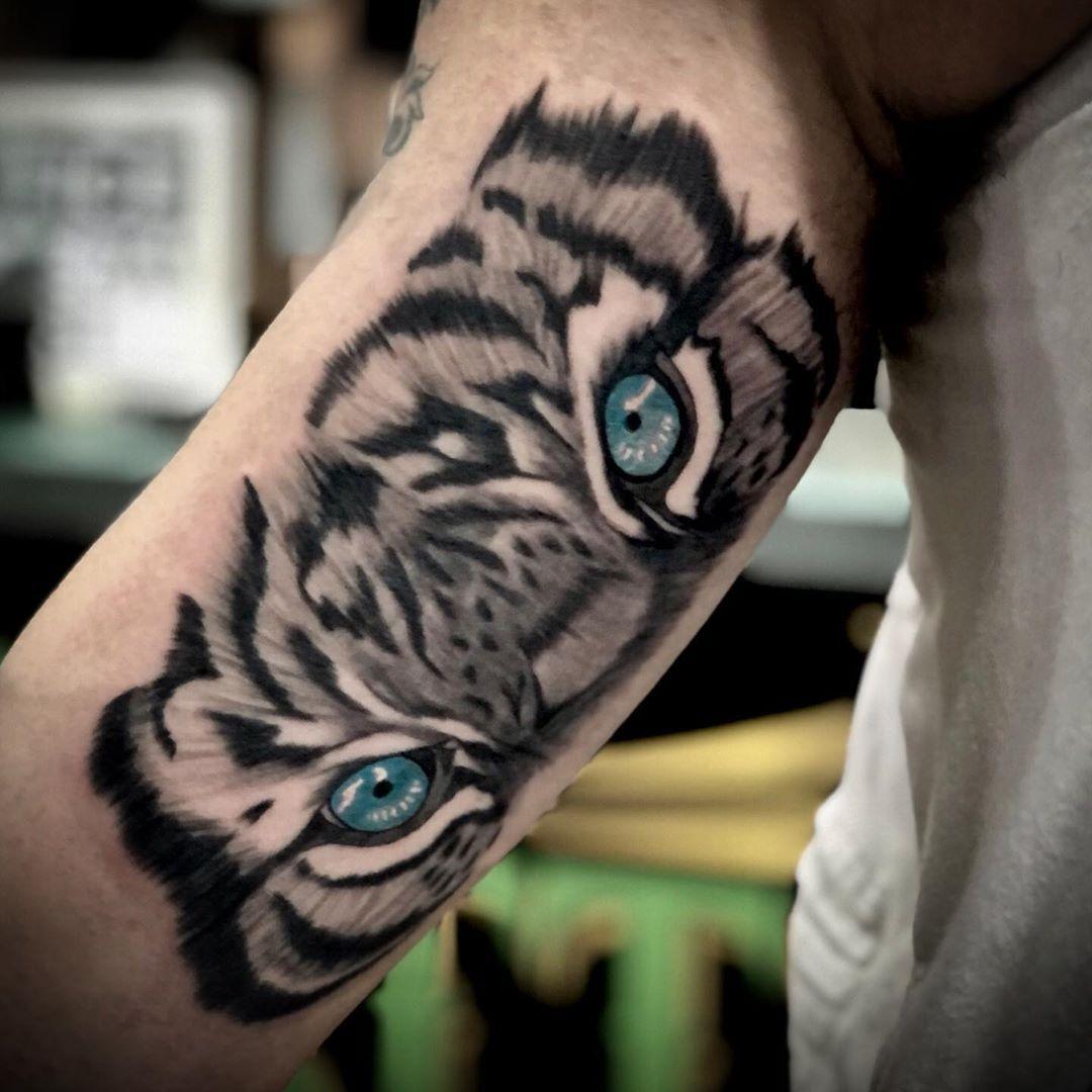 Tiger eyes tattoo by Oleg @tattoo28_ashdod #tigertattoo #tiger #tattoosleeve #sleevetattoo #blackandgreytattoo #blackandgreytattoos #blackandgrey #tigereye #tattoos #tattooarm #tatuaje #tatuagens #tatuaggio #tatuagem #tattoolife #inked #inkedmag #inkedguys #tattooartist #tattooarte #instatattoo #tattooedmen #inkaddict #tattoocollector #israeltattoo #tattooisrael