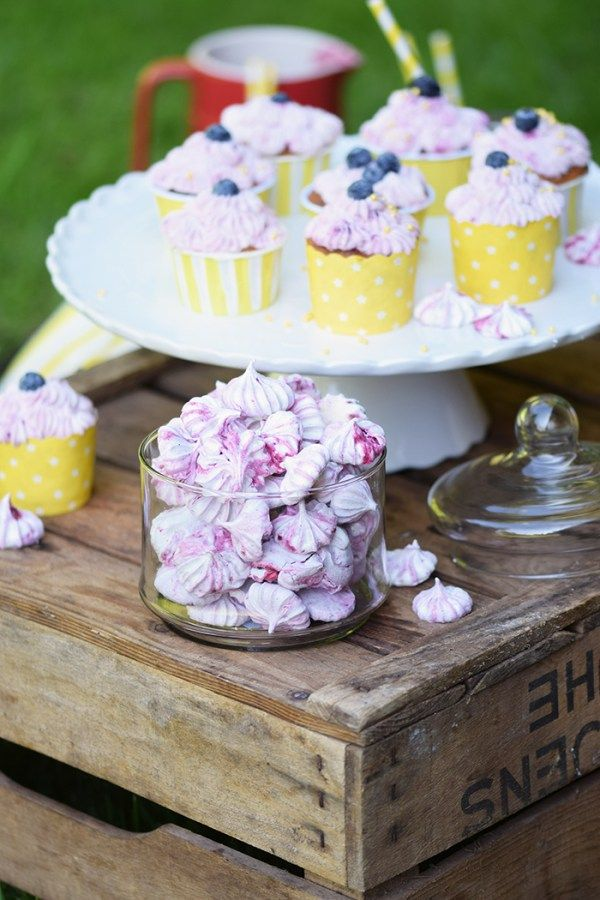 Beeren Cheesecake Cupcakes - Berry Cupcakes filled with Cheesecake (29)