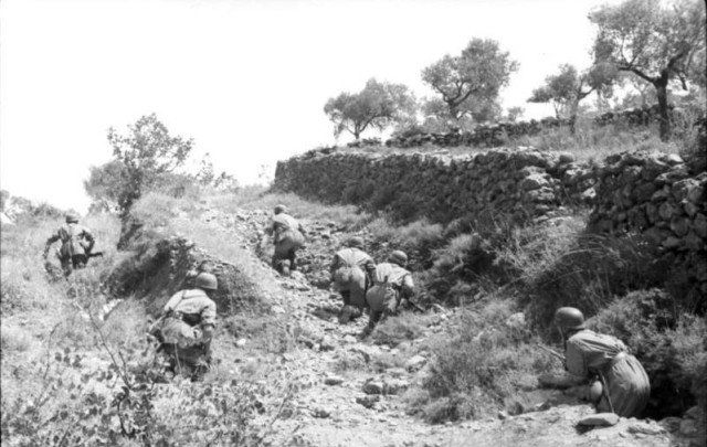 Troops in combat on Crete via commons.wikimedia.org