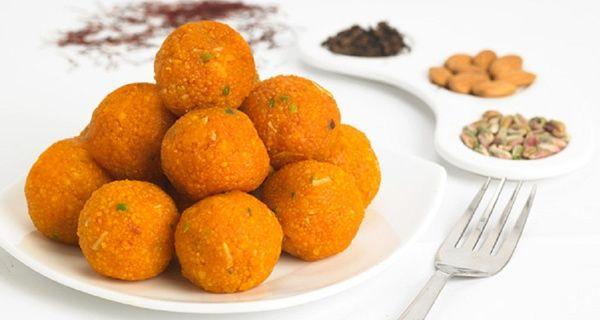 Cara Membuat Manisan Ladoo Ladu Khas India Resep Masakan India Makanan Dan Minuman Makanan Manis