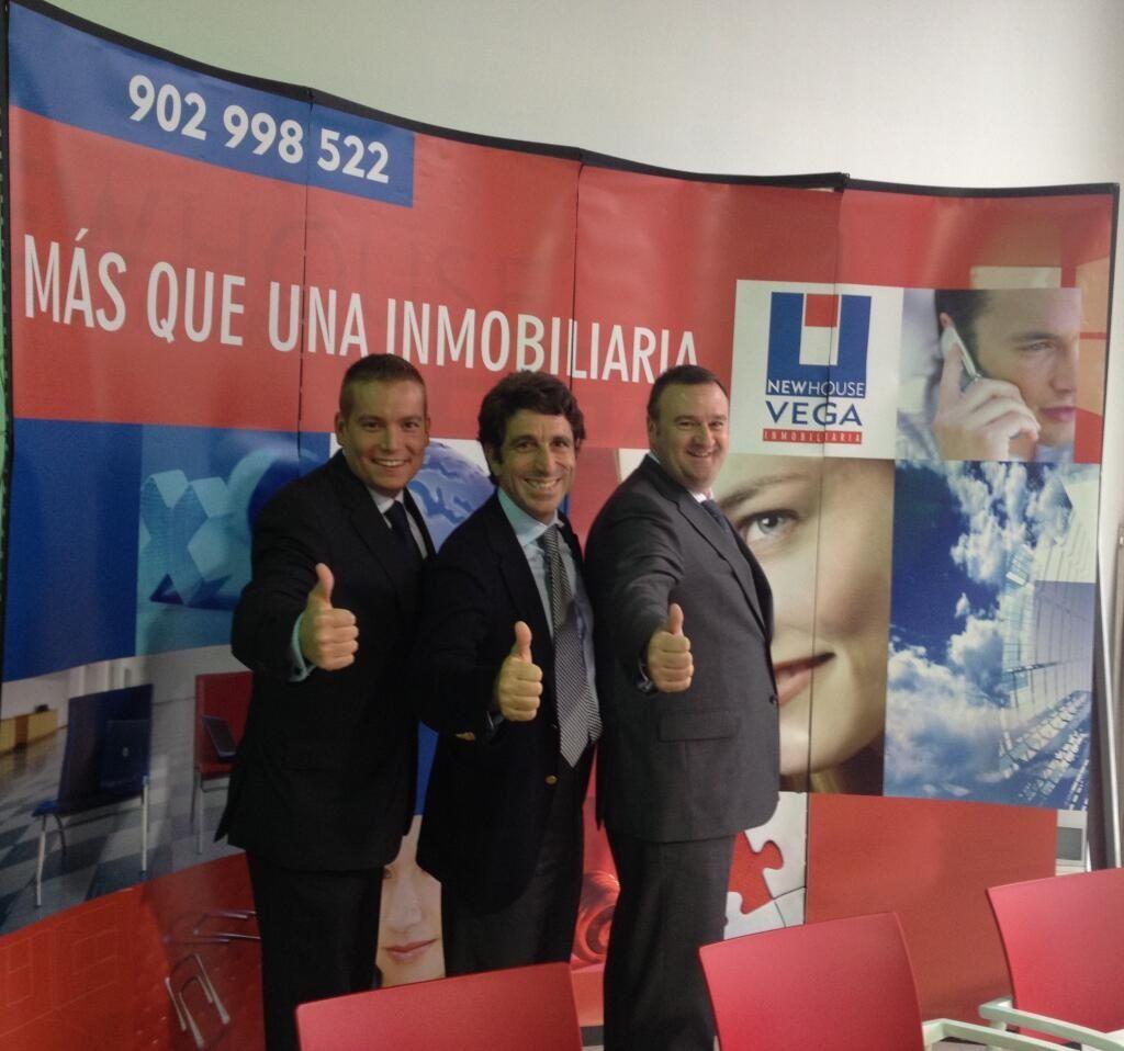 Con Fernando Vega en su oficina de Valladolid ..