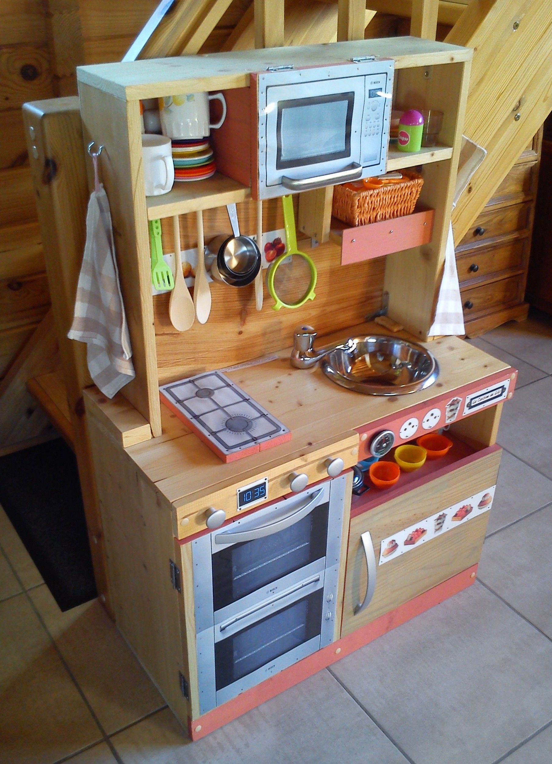 cuisini re en bois pour enfant fait maison diy. Black Bedroom Furniture Sets. Home Design Ideas