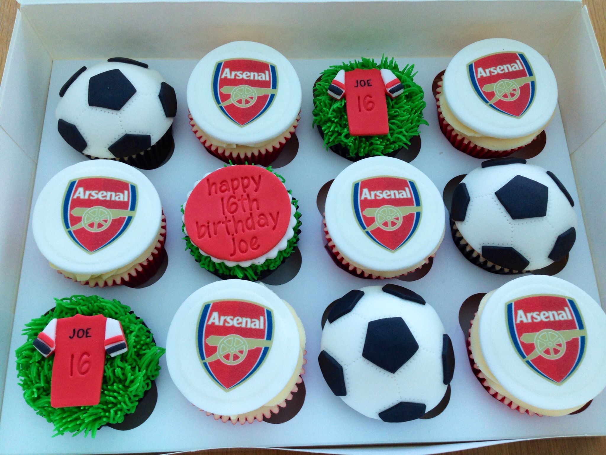 Arsenal cupcakes Cupcakes Pinterest Arsenal Cake and Birthday