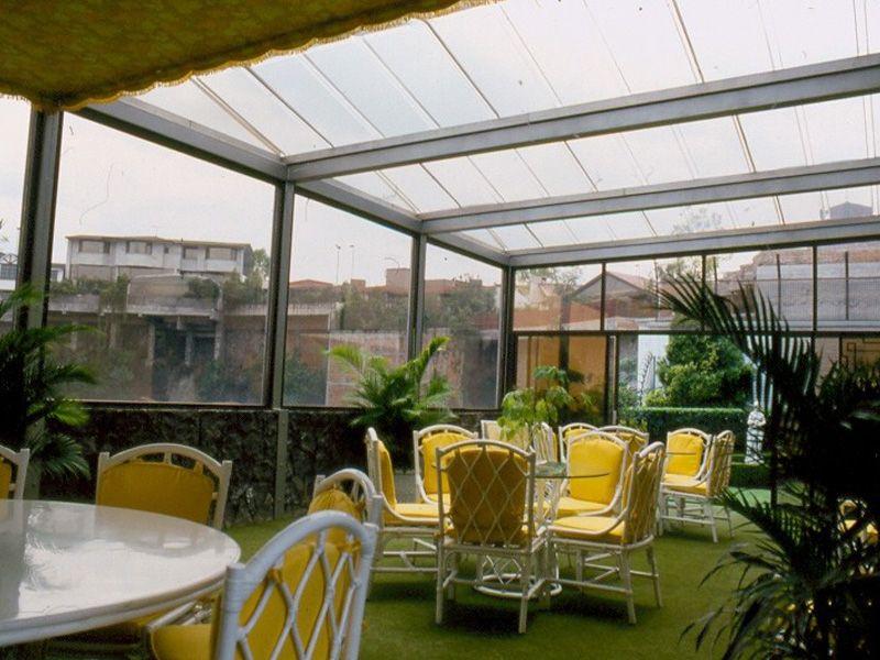 Imagen de http://akriliko.com.mx/wp-content/uploads/2013/12/cubierta-transparente-en-acrilico-roof-garden-en-jardines-del-pedregal.jpg.