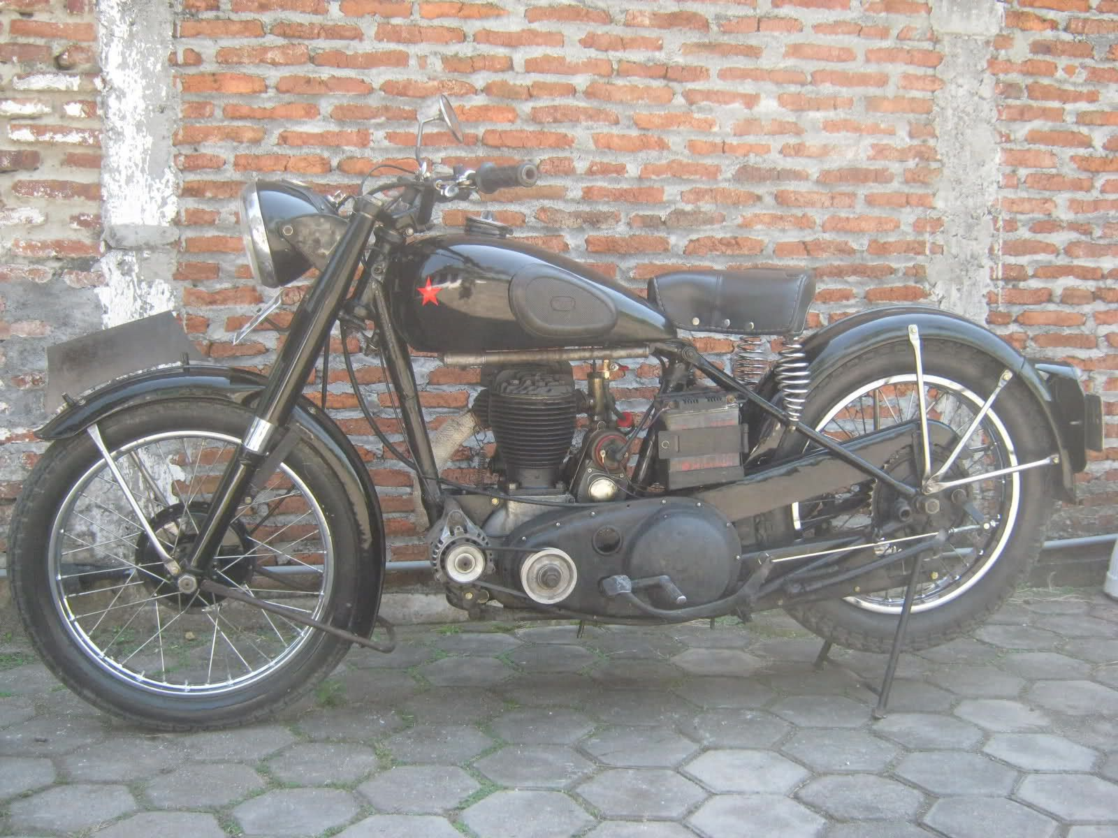 Bsa M20 1948 Rebuild Bsa M20 500cc I Put Disc Brake For The Back Safety First Although The Bsa M20 In 2021 Vintage Motorcycles Classic Motorcycles Classic Bikes