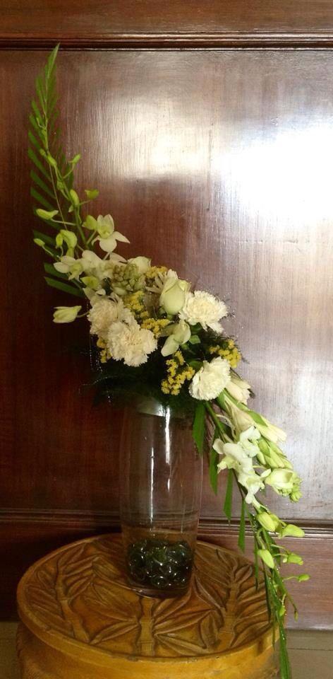 Hogarth's curve | Fresh flowers arrangements, Church ...