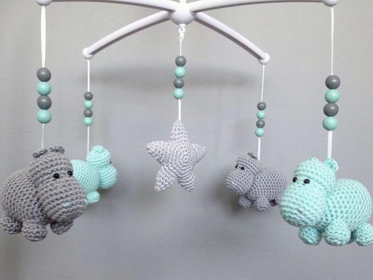 diy anleitung mobil aus nilpferden selber h keln via amigurumi crochet and babies. Black Bedroom Furniture Sets. Home Design Ideas