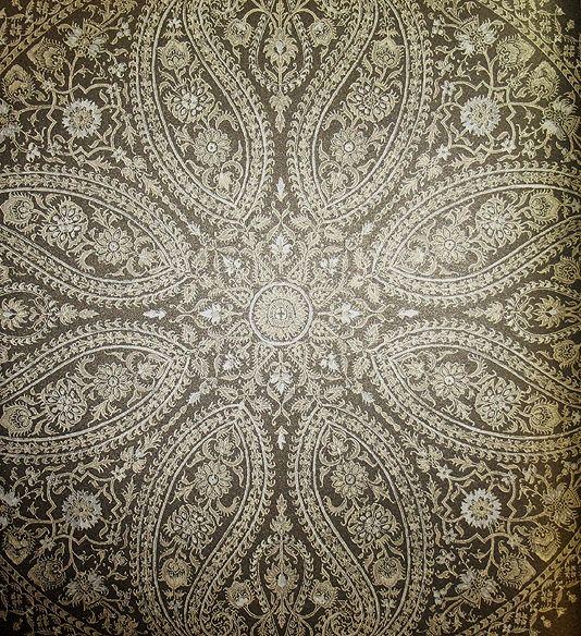 Wallpaper · large paisley design
