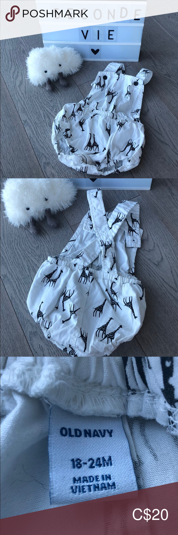 Old navy romper with giraffe pattern for baby Size 18-24 months. White with black giraffes. Button enclosure on bottom. One of my favorite pieces for summer or vacations! Great condition. Comes from smoke free pet free home. Buy 3, get 10% off! Old Navy One Pieces #giraffepattern