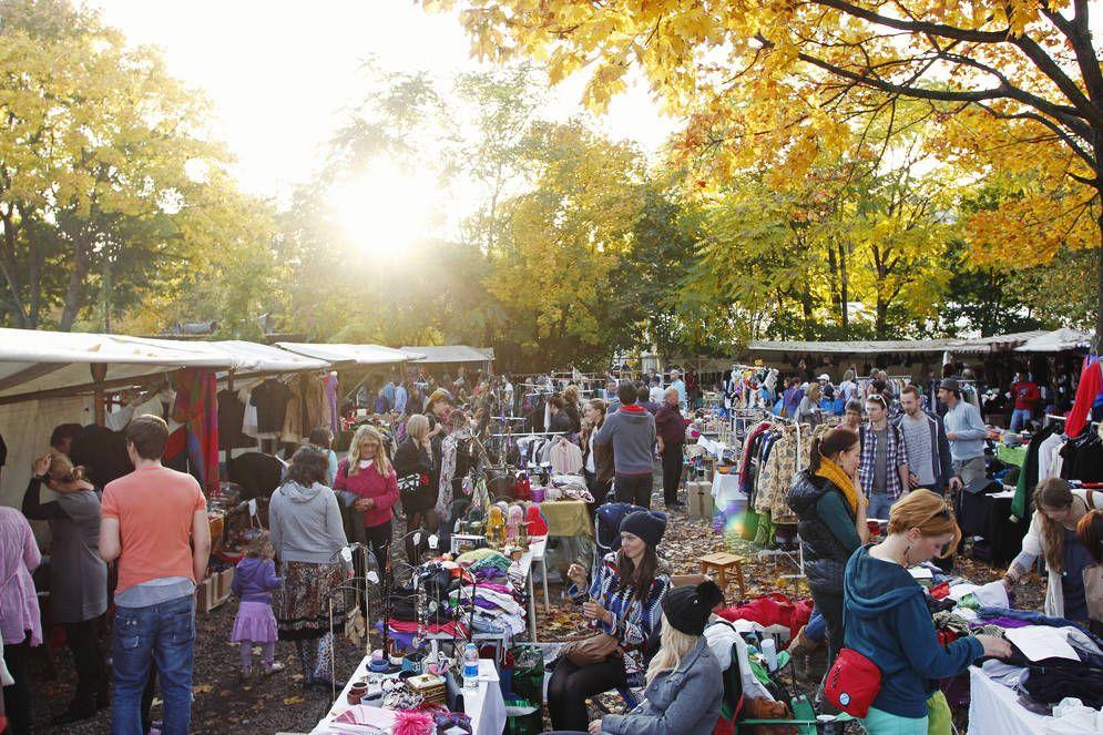 Berlin 39 s most popular flea market is also in the mauerpark for Kuche co berlin prenzlauer berg