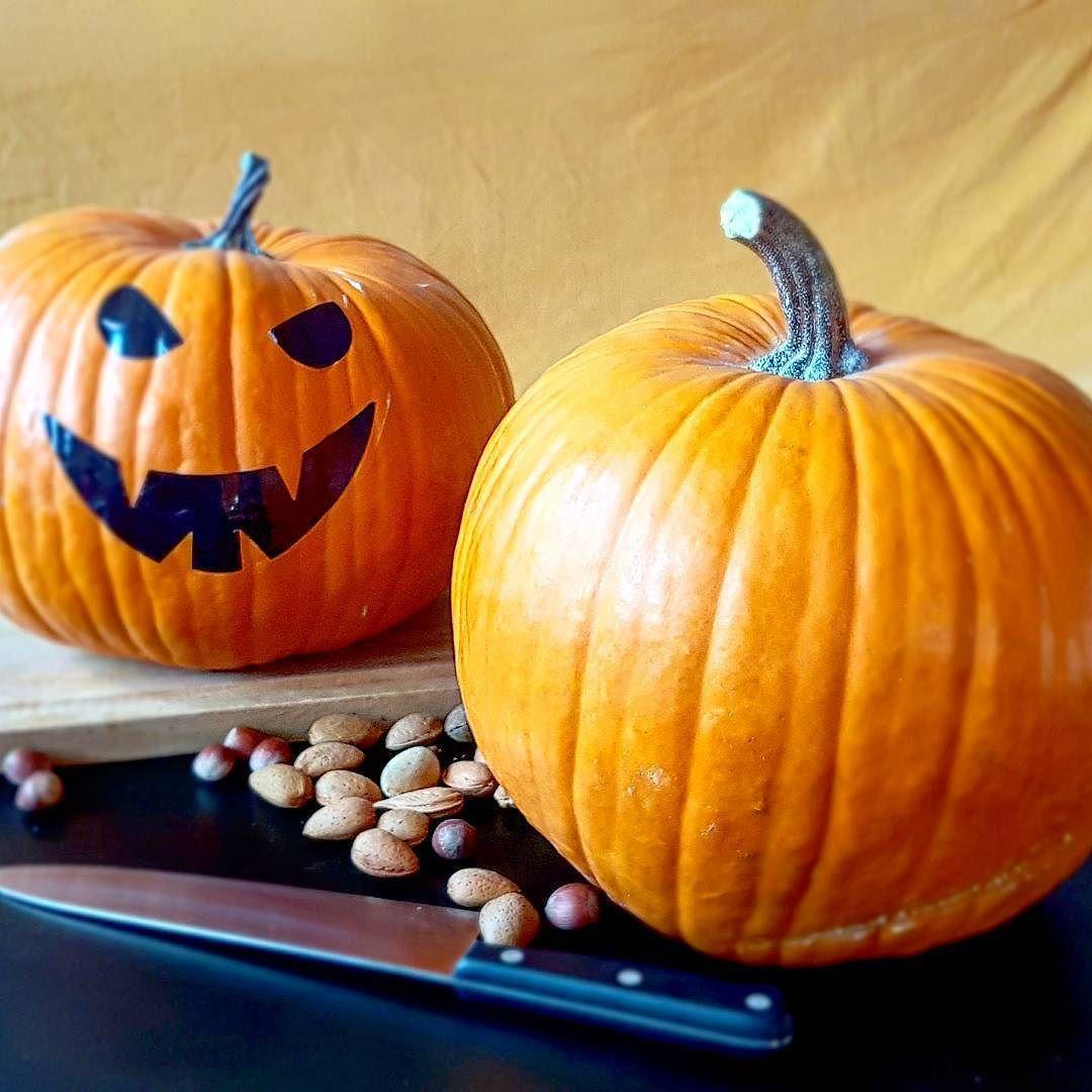 Cómo Preparar Tu Calabaza Para Halloween Quitar La Parte Superior De La Calabazashalloweenkernel Con Un Cuchillo Puntiagudo Pumpkin Carving Pumpkin Food