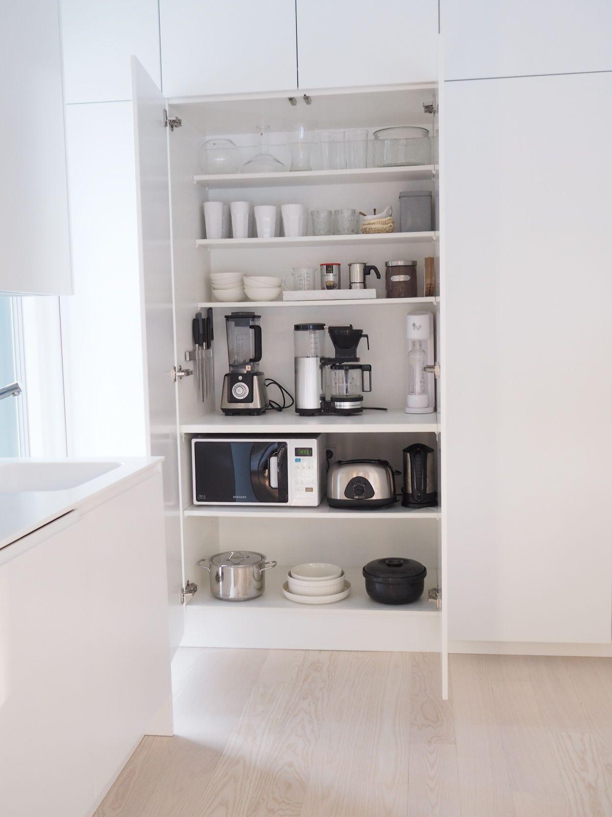 Aamiaiskaappi keittiössä