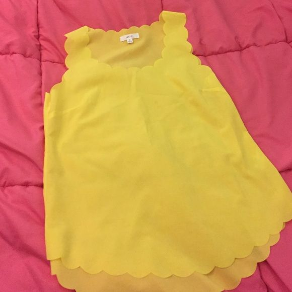 Scalloped top Yellow scalloped top Tops Tank Tops