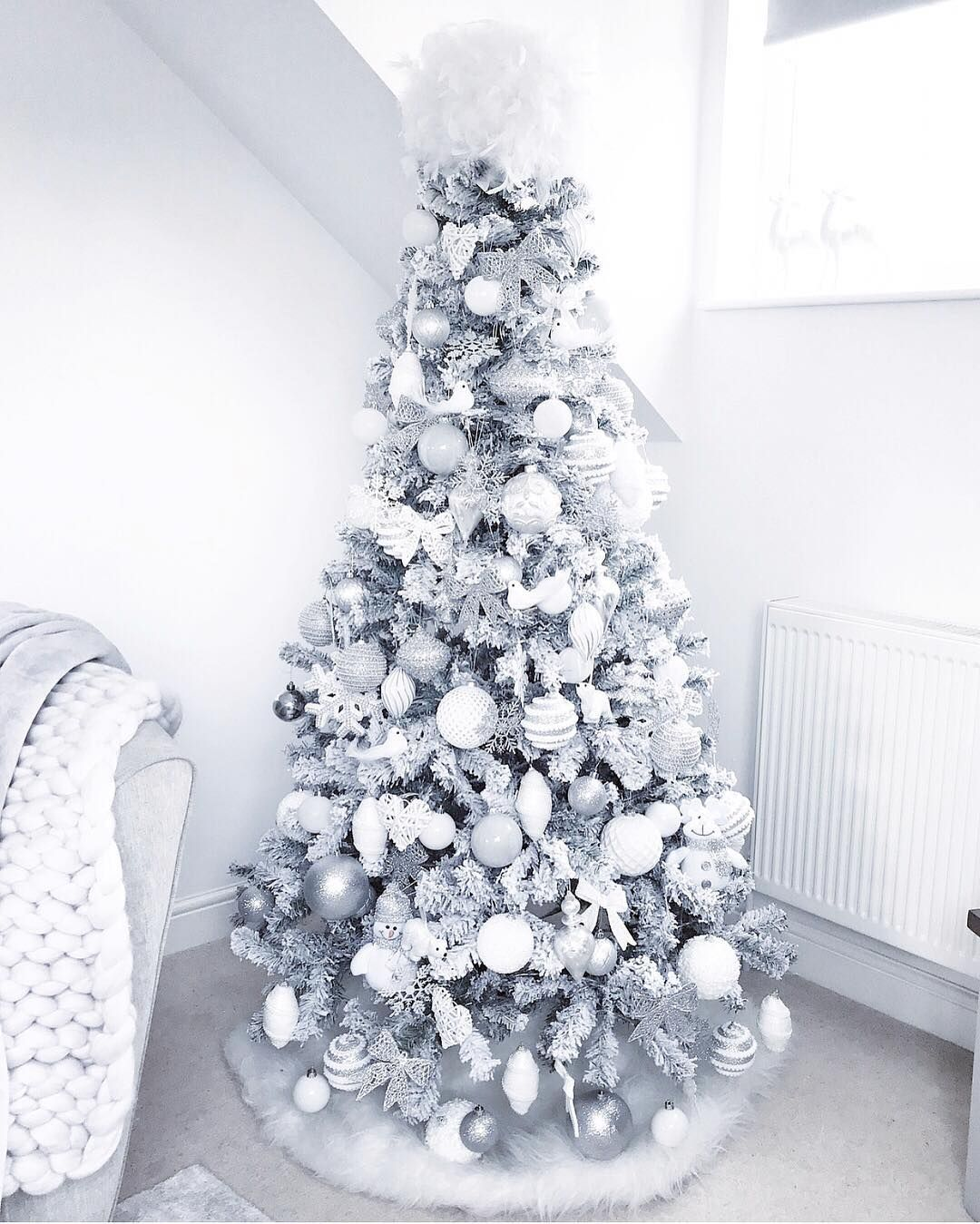 How To Make A White Christmas Tree The Centerpiece Of Your