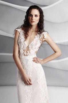 Agnieszka Światły – Kolekcja ślubna 2016  http://feszyn.com/agnieszka-swiatly-kolekcja-slubna-2016/ Kolekcja ślubna 2016 to seksowne, kobiece i subtelne suknie ślubne.  #ślub #wesele #pannamłoda #sukniaślubna #wedding #weddingdress #fashion #moda