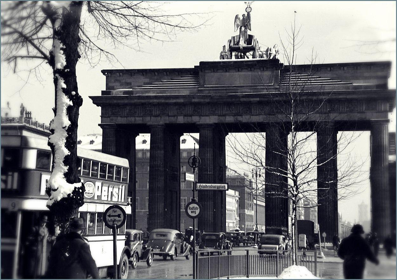 Berlin Um1934 Hindenburgplatz In 2020 Brandenburger Tor Berlin Berlin Geschichte