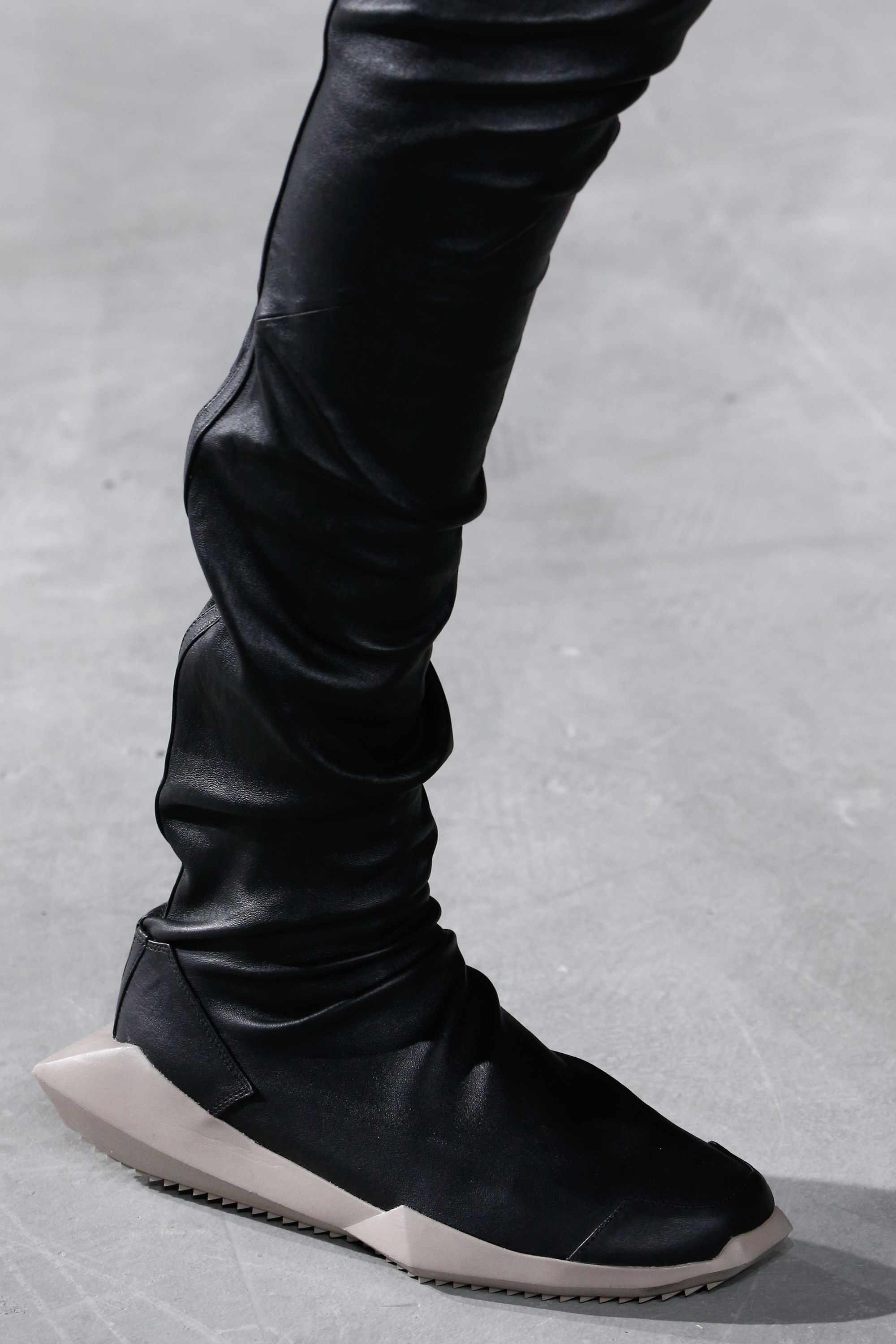 Rick Owens Fall 2016 Ready To Wear Fashion Show Details Vogue Sneakers Outfit Men Rick Owens Sneakers Sneakers Outfit