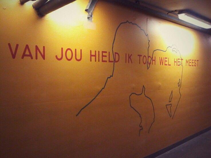 """Uit het gedicht """"Terug"""" van Anna van Cooten Locatie: bewaakte fietsenstalling Den Haag Centraal"""