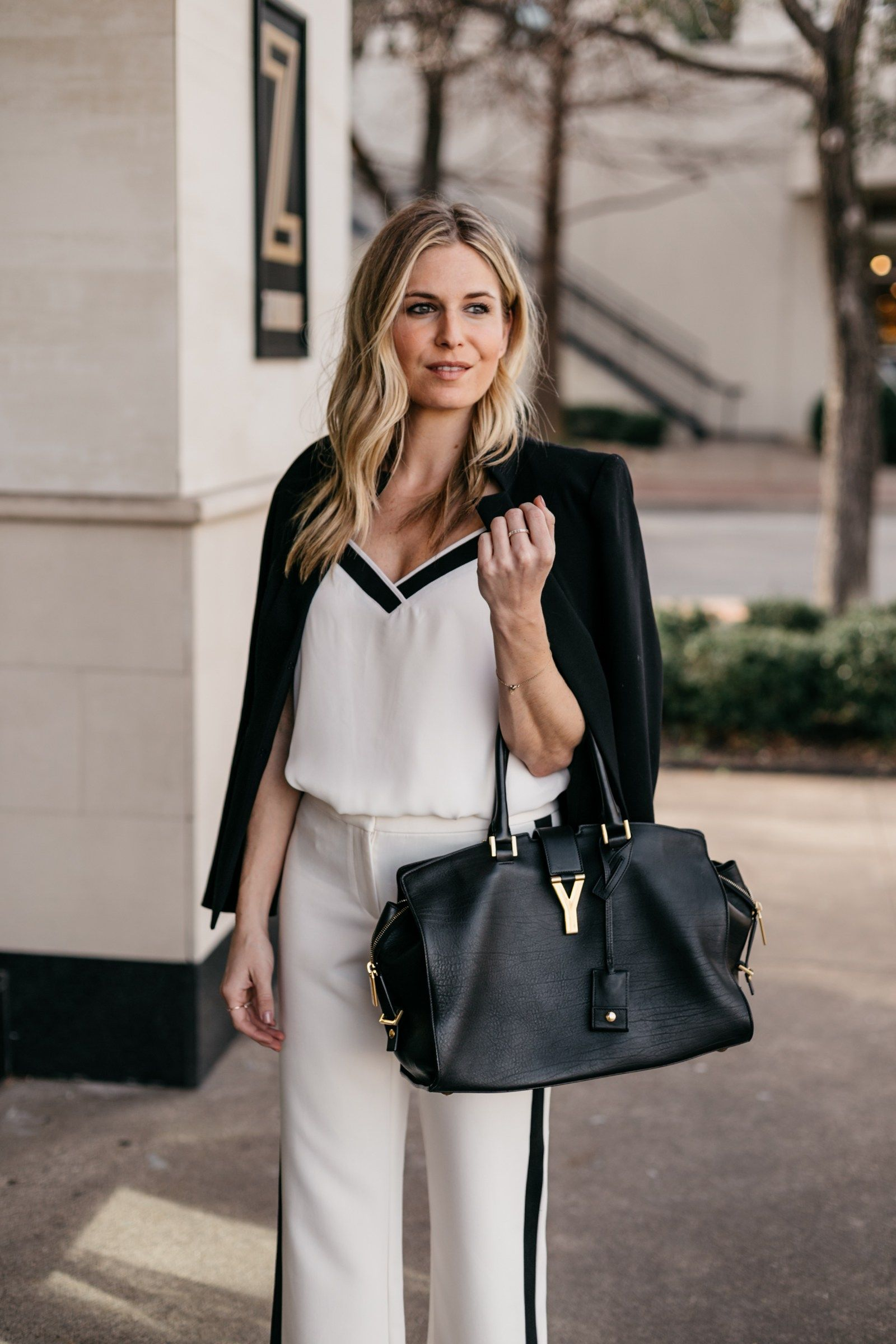 361a4cc6773 Sharing 5 ways to wear white pants for work! A blazer is a great staple