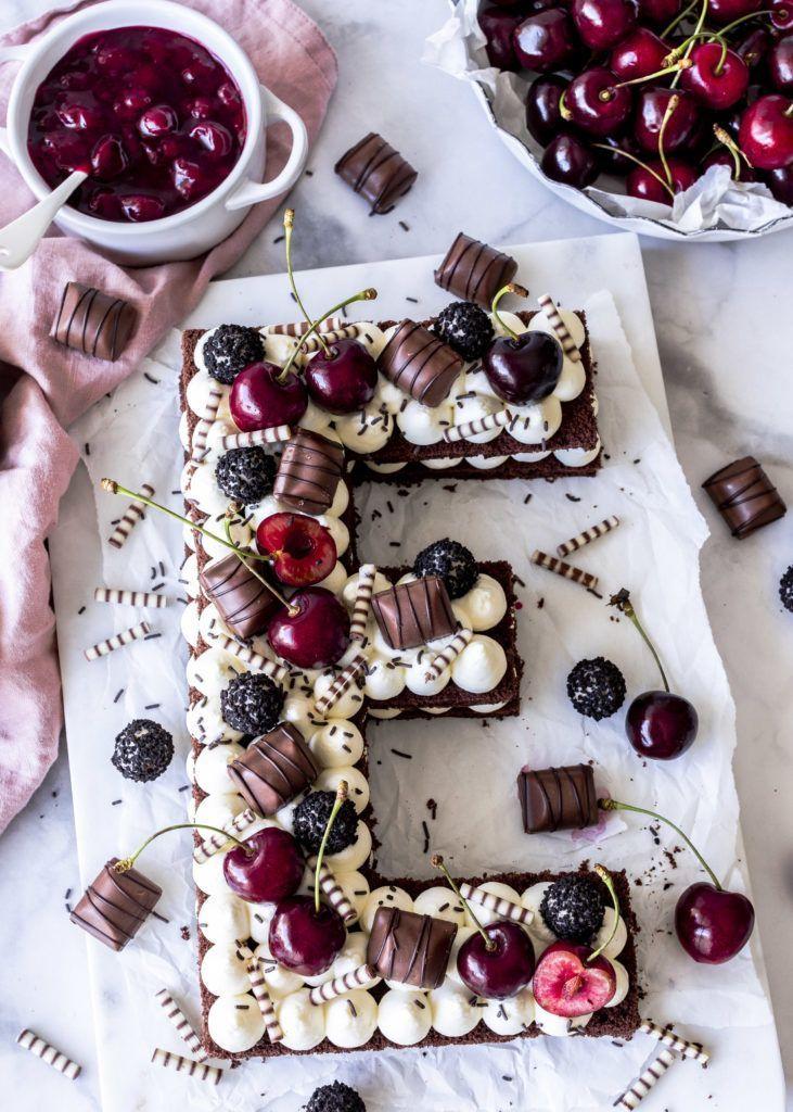Letter Cake Rezept mit Schokoladen Biskuit Kirschen Süßigkeiten Black Forest Cake backen Cherry Numbercake Creamtart Trendkuchen | Emma´s Lieblingsstücke