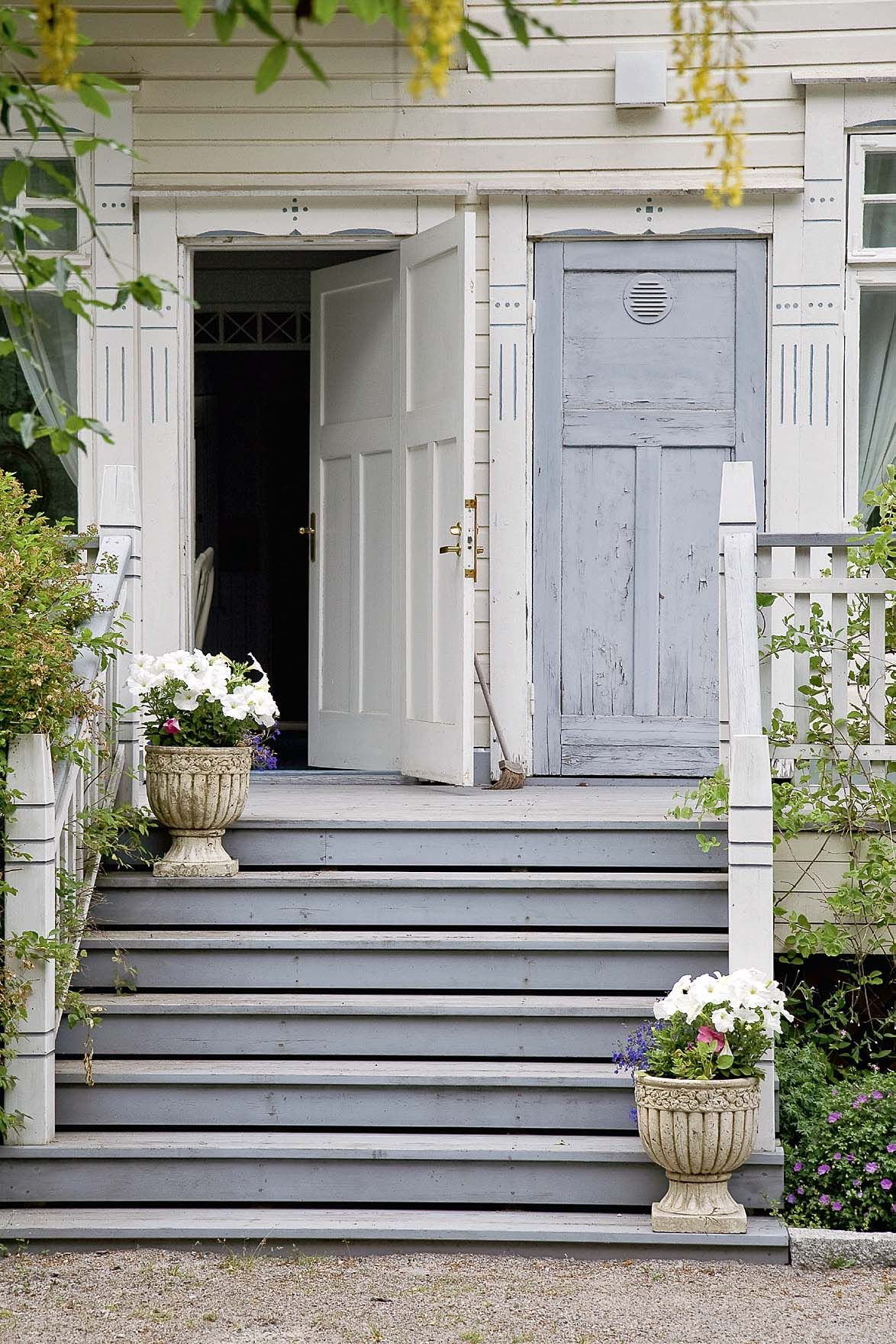 Love This Pale Shabby Look Beautiful Doors Cottage In The Woods Doors