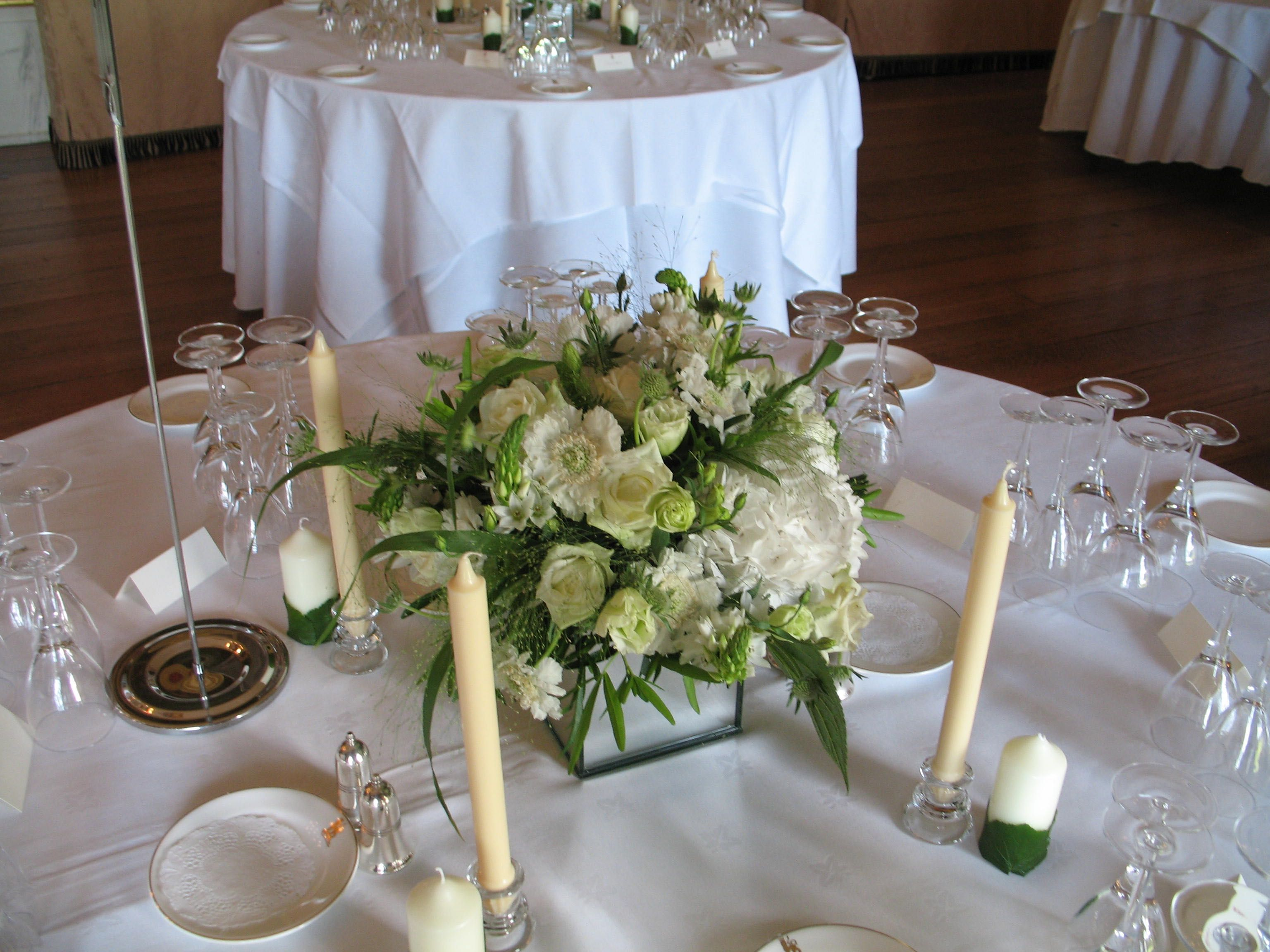 Lovely Table Centre At Goodwood House Decorated With Mirror Cube Filled With  Seasonal White And Green Flowers
