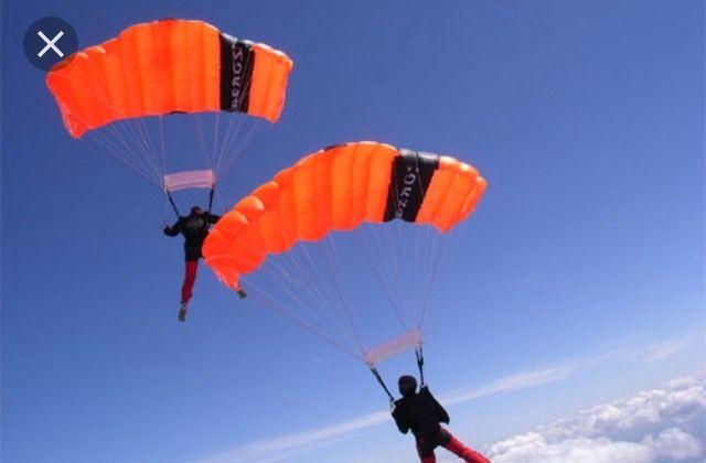 Parachutespringen , want ik vind hoogtes gaaf en zou dit ook willen doen.