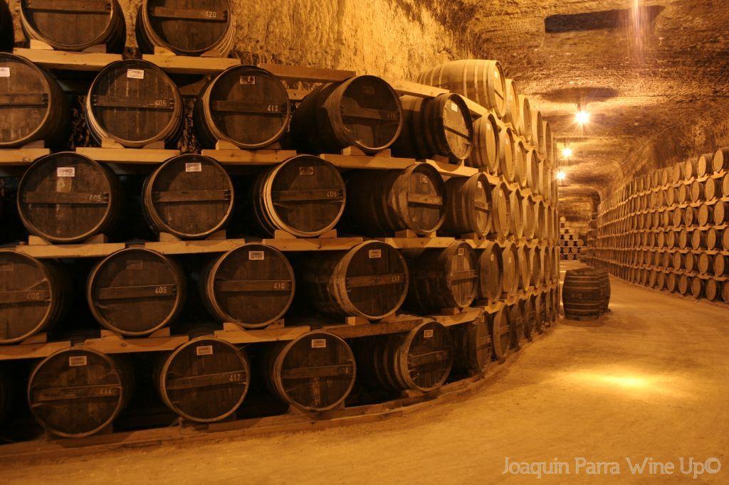 Imagen de la imponente #cueva de @verumbodegas. Se puede visitar en #Tomelloso. Para más información, buscarnos en Twitter, Facebook: http://www.facebook.com/verumbodegas