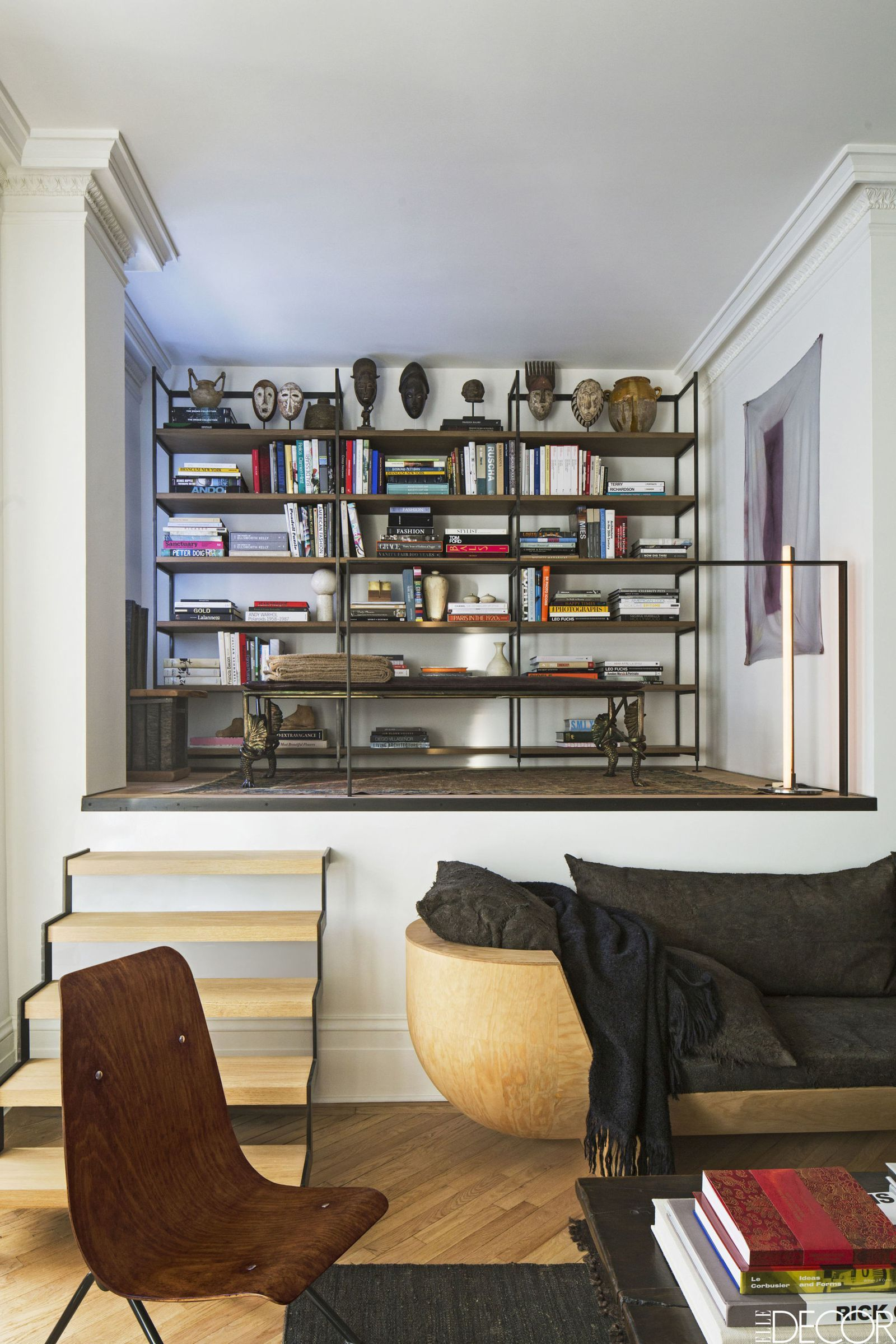 Set Up An Artsy Bookshelf  Elledecorcom