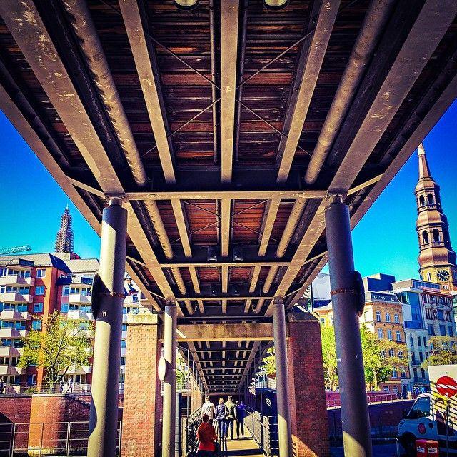 #instagood #instaphoto #hamburg #hh #welovehh #ilovehh #igershamburg #moinmoin #hamburgerecken #hhahoi #wearehamburg #wirsindhamburg #instahamburg #ig_hamburg #hamburgcity #hamburglove #hamburgliebe #hamburgmeineperle #torzurwelt #lovesgermany #hamburghafen #sweetdreamsmag #mafia_streetlove #landscape #streetview #hafen #port #bridge #train