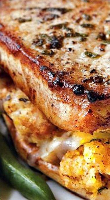 Cornbread-Stuffed Pork Chops ?