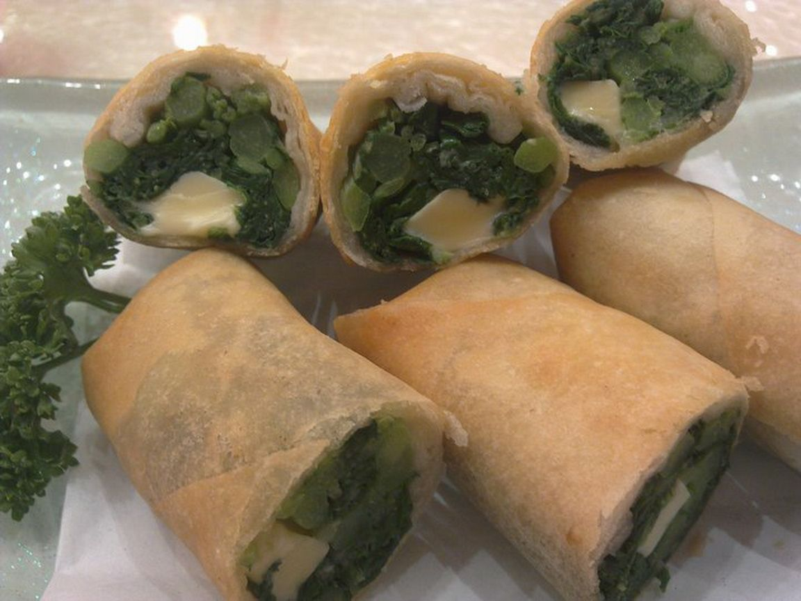 Spring rolls with cheese and spinach Spring rolls