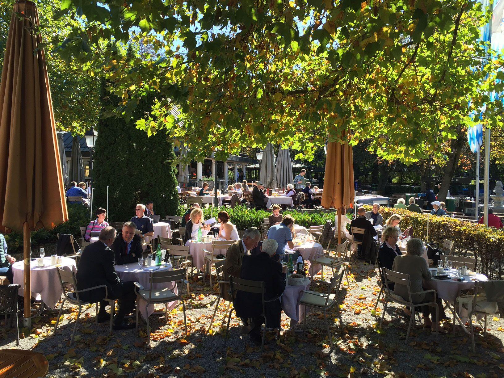 Sunshine Seehaus im Englischen Garten in Munich more pics