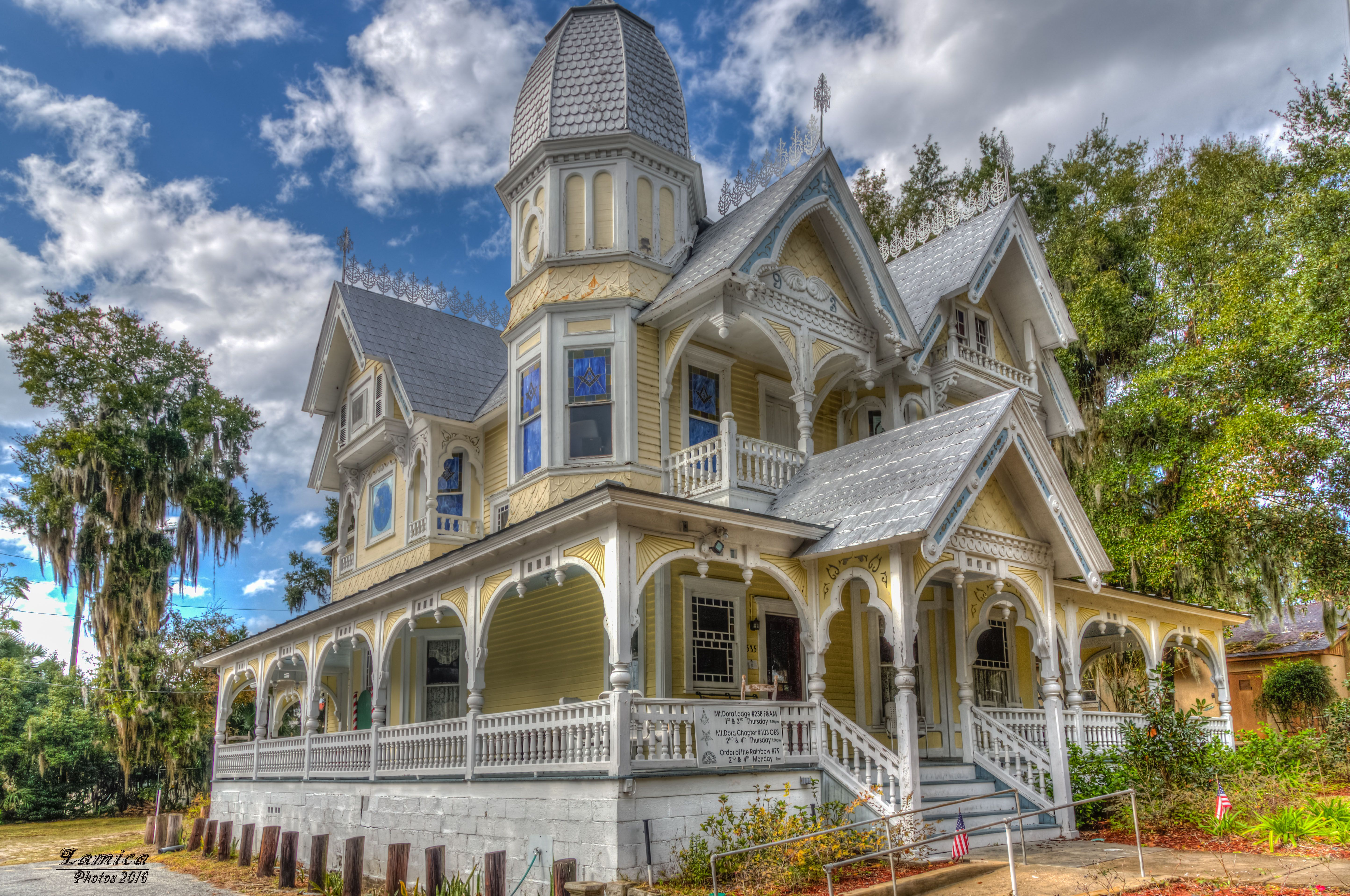Old House in Mt. Dora Fl | HDR creme