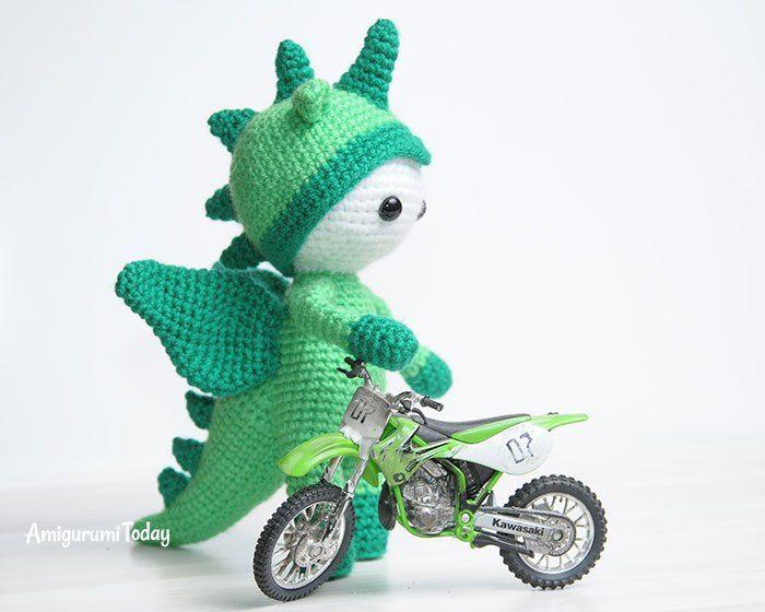 Muñeca de Amigurumi en traje de dragón - patrón de ganchillo gratis ...