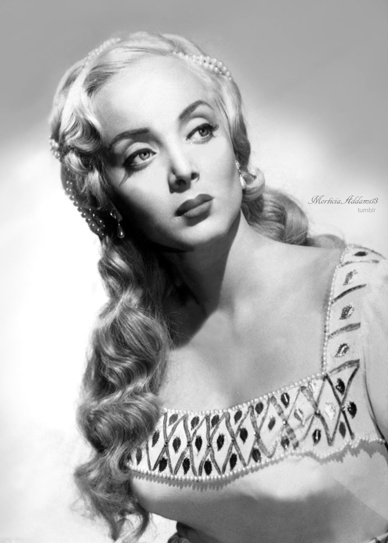 Carolyn Jones born April 28, 1930 (age 88)