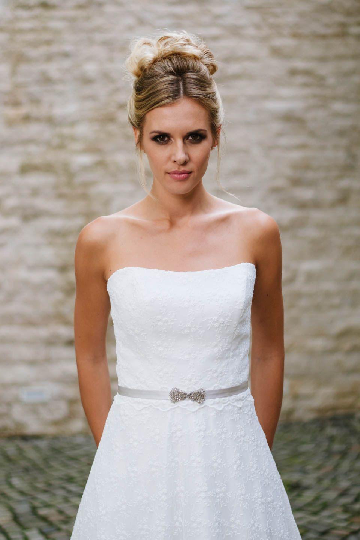 Hochzeitskleid trägerlos – hier siehst du unsere Sue mit ...