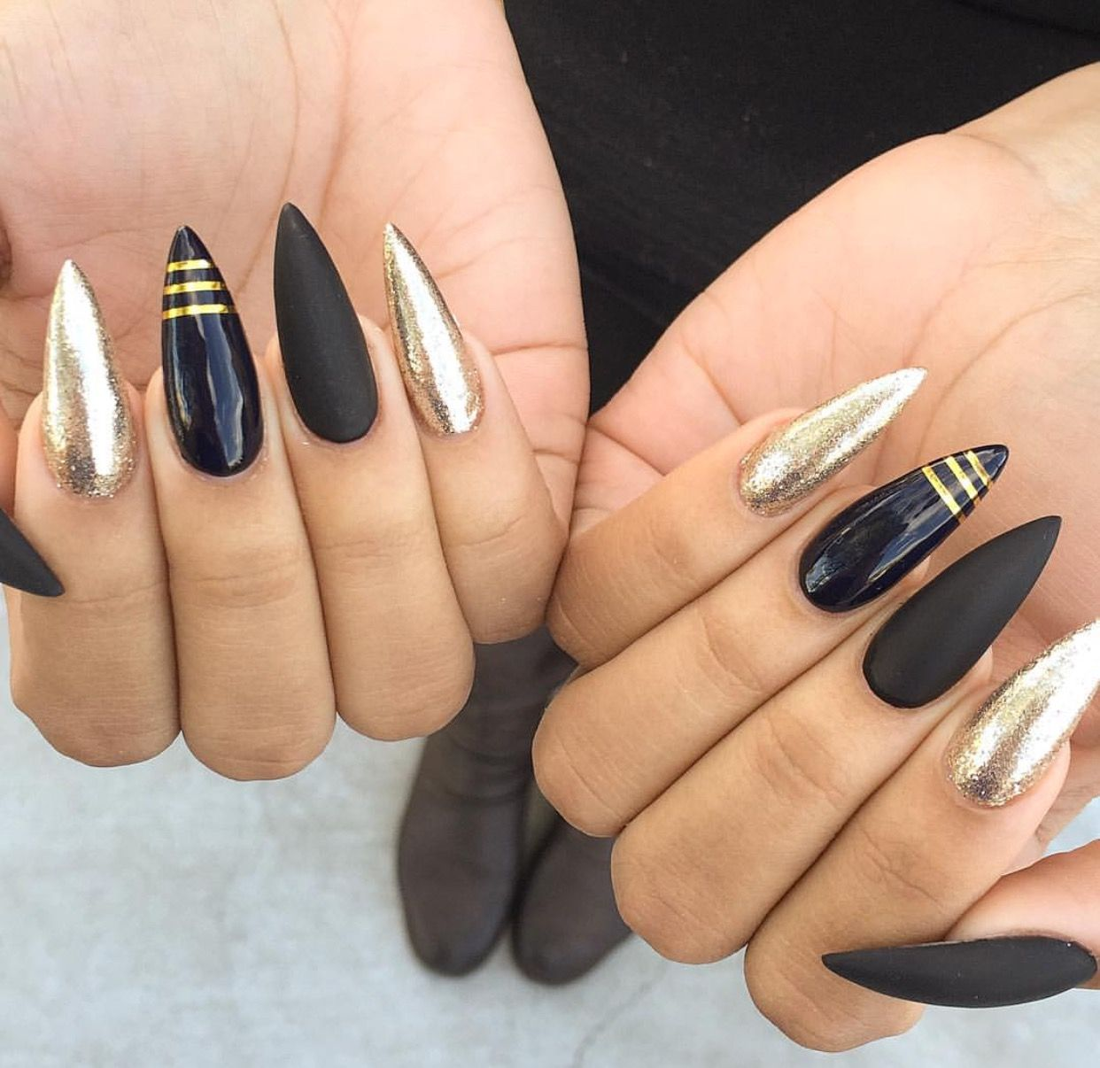 Black & Gold | Ovel & Stiletto Nails | Pinterest