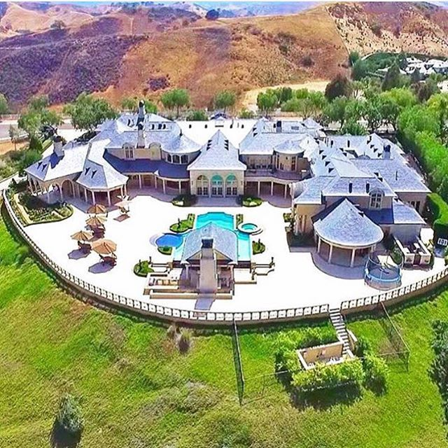 Experience The Luxury World On Instagram Amazing Mansion In California Luxury Homes Dream Houses Mansions Modern Mansion
