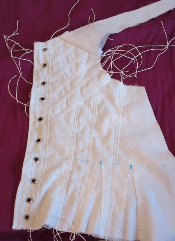 Gussets, Grommets & Cords: Some Novice Corsetry Advice | Costura