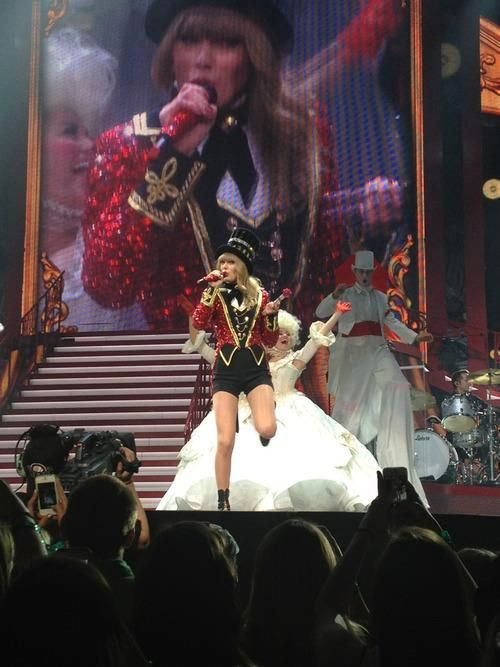 #TaylorSwift13 in a very stylish uniform on stage singing!