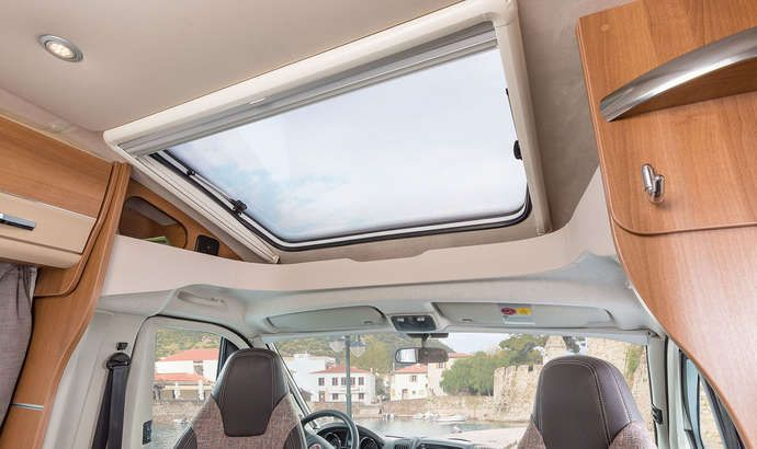 Panorama dachfenster wohnmobil  VAN TI 650 MEG Interieur Panorama-Dachfenster | Wohnmobil ...