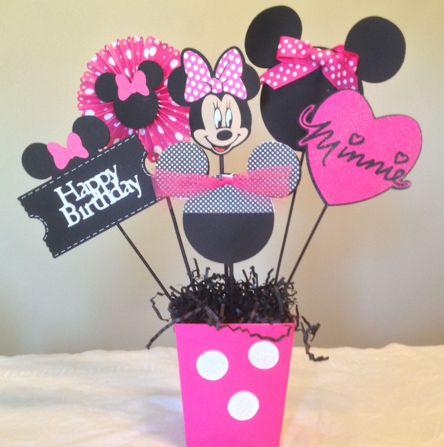 Minnie mouse happy birthday centerpieces minnie mouse for Baby minnie decoration ideas