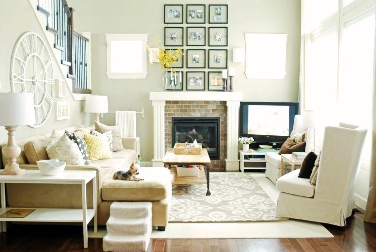 feng-shui-wohnzimmer-einrichten-hell-fernseher-ohrensessel-couch ... - Wohnideen Von Feng Shui