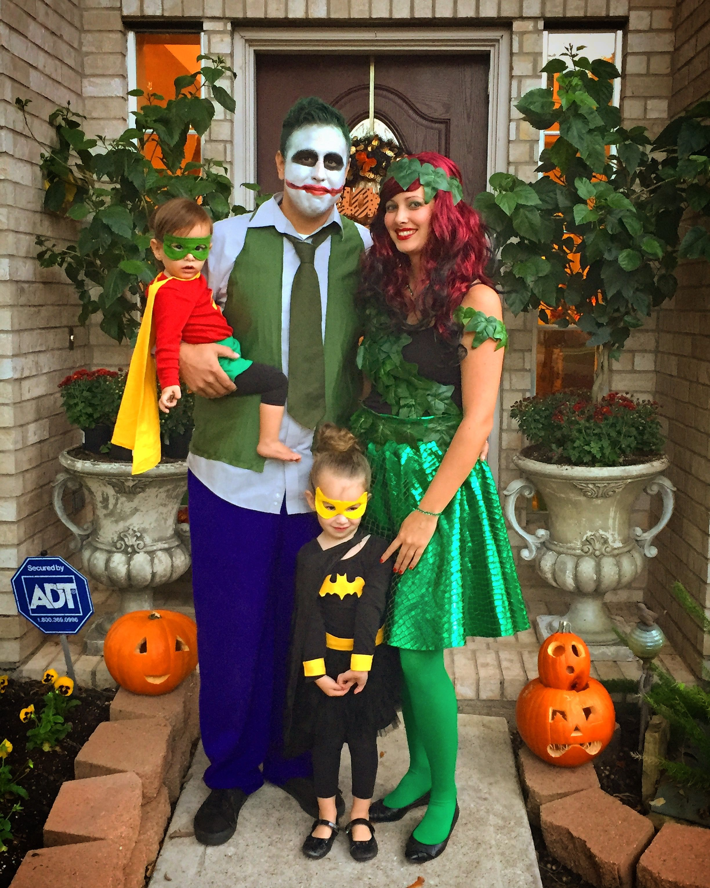 family costumes, batman, robin, joker and poison ivy | halloween in