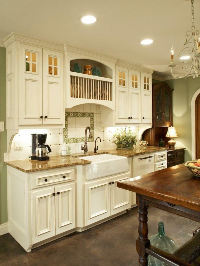 In der landhaus küche weiße und dunkle möbel kombinieren