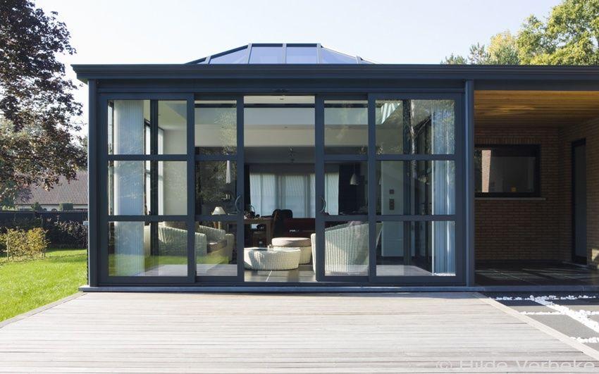 Hedendaagse veranda aluminium woonveranda in strakke stijl met