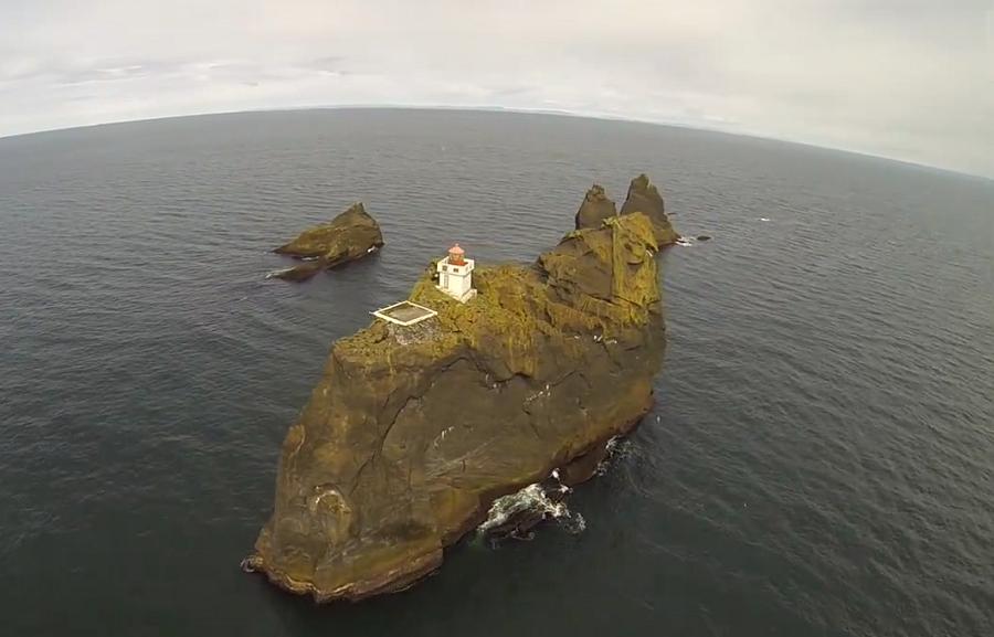 Uno de los faros más espectaculares, el de Pridrangar en Islandia