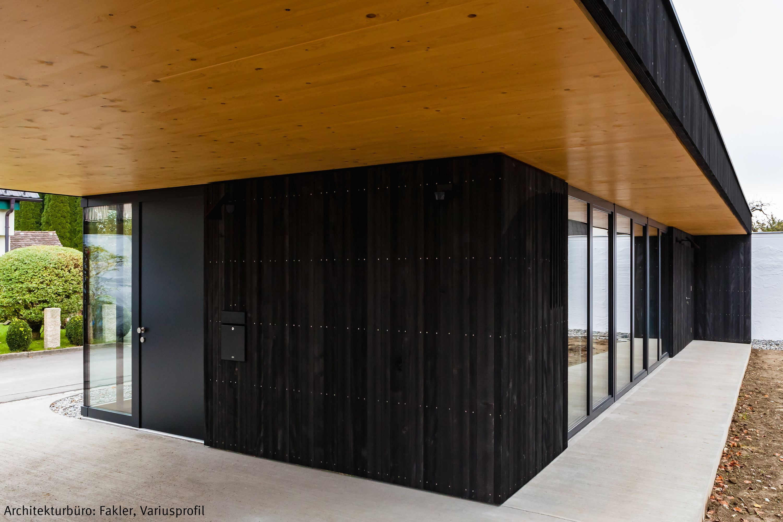 Schwarze Fassade dura akzent schwarze holzfassade fassade schwarz mattschwarz